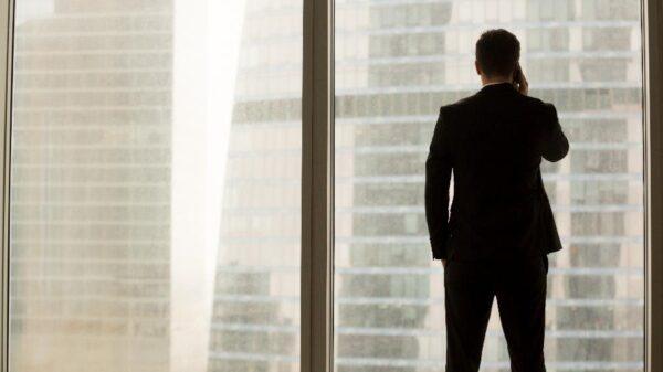 Buscamos líderes, mas liderança é característica que não existe de verdad